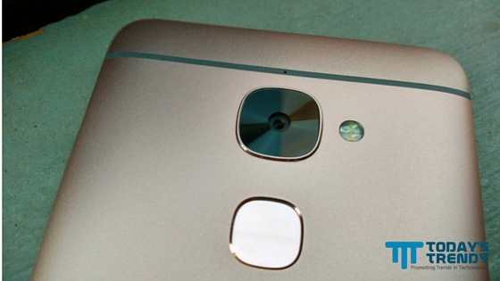 LeEco Le 2 primary camera and fingerprint sensor