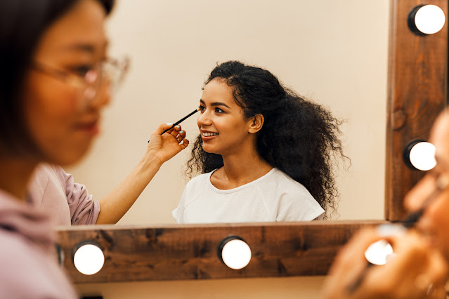 Makyaj sanatçı olmak için hangi okulları okumak gerekir?