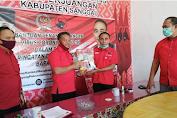 Anggota DPR RI Krisantus Kurniawan, S.IP, M.Si Membagikan 1 Truk Sembako Di Kabupaten Sanggau