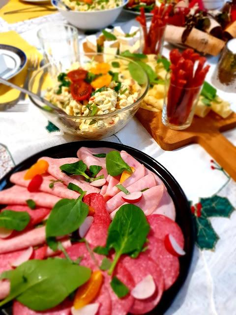sałatka jarzynowa,przepis na sałatkę jarzynową,sałatki na imprezę, najlepsze sałatki na imprezę, przekąska na imprezę, sałatki na święta,z kuchni do kuchni, najelpsze sałatki