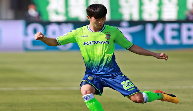 Jeonbuk Hyundai Motors travel to face Gangwon FC as their title chase nears its end.
