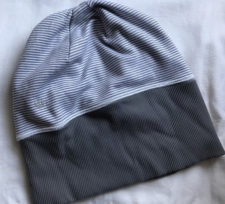 product review lululemon run with me toque hat beanie running clothes workout exercise fitness winter cold