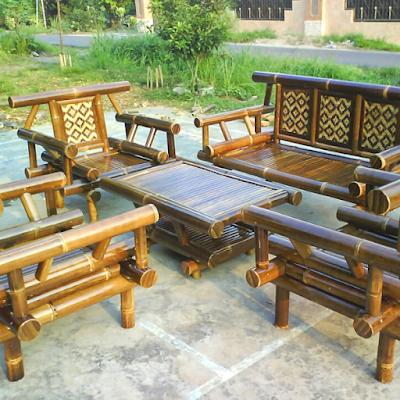 Bangku dan Meja dari Bambu