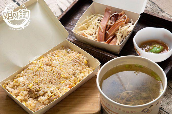 用鮮蚵滿足我的夜,炒飯有超水準表現,小菜燙魷魚鮮爆!-布袋鮮の蚵