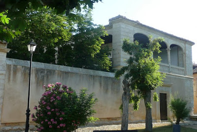 Fachada y galería del palacio de Ulloa