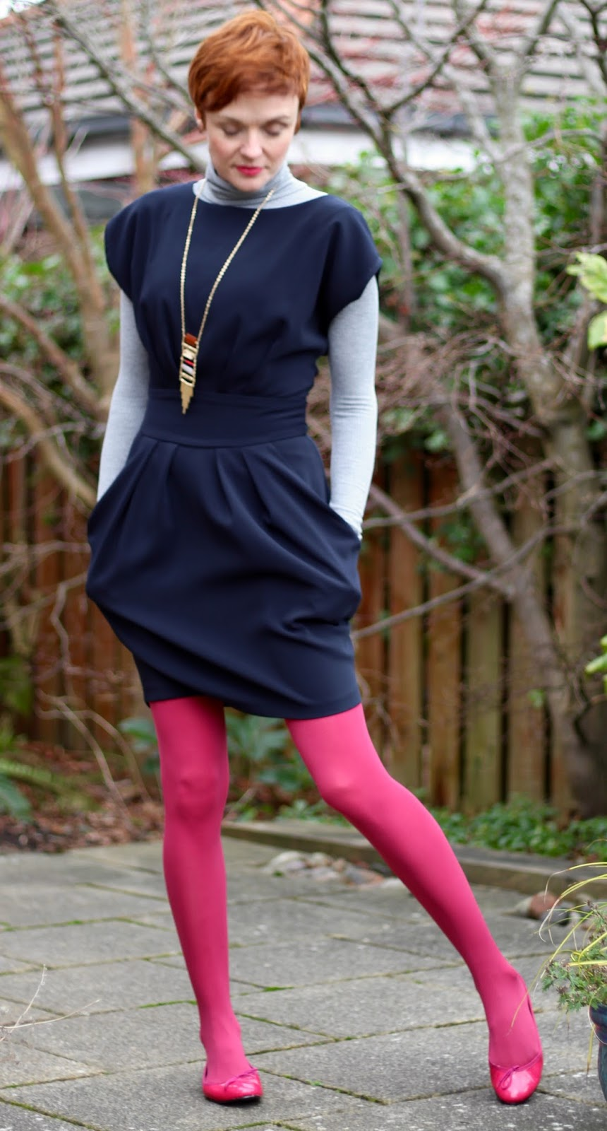 Simple, fun, work outfit. Navy & pink. | Fake Fabulous