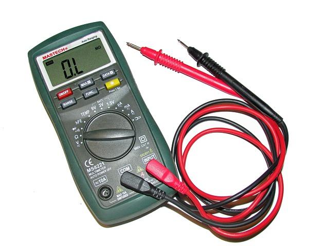 Voltage का मापने के लिए voltmeter की help ली जाती है