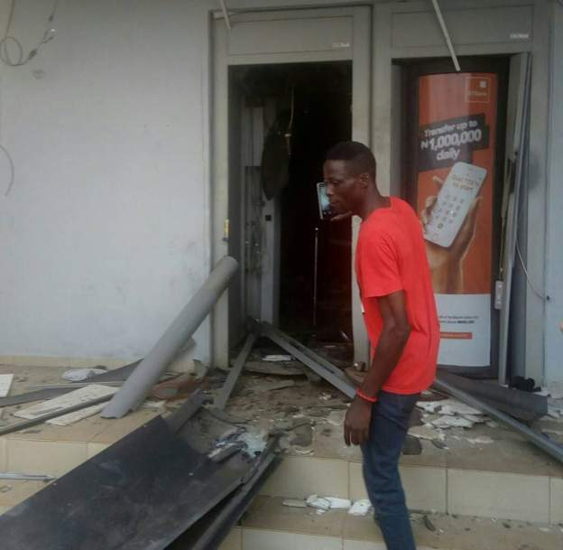Robbers blow up Nigerian banks