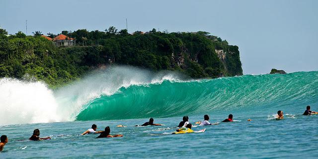 Pantai Hits di Bali yaitu Padang Padang
