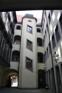 Webers Hof in den Innenhof geschaut