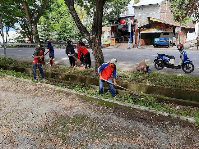 Menyambut Bulan Suci Ramadhan, Karang Taruna Harapan Baru Desa Taccorong Melakukan Bakti Sosial Di Sejumlah Ruas Jalan