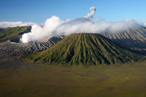 WASPADA : Abu Vulkanik dan Sinar Api di Gunung Bromo Semakin Meningkat