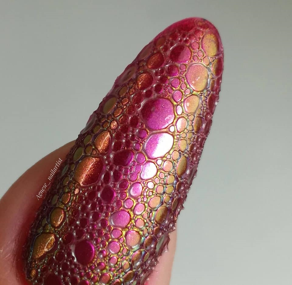 efekt bubble nails na paznokciach