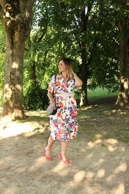 look du jour, robe sézane fleurie, sac cosmoparis rond, les petites bulles de ma vie