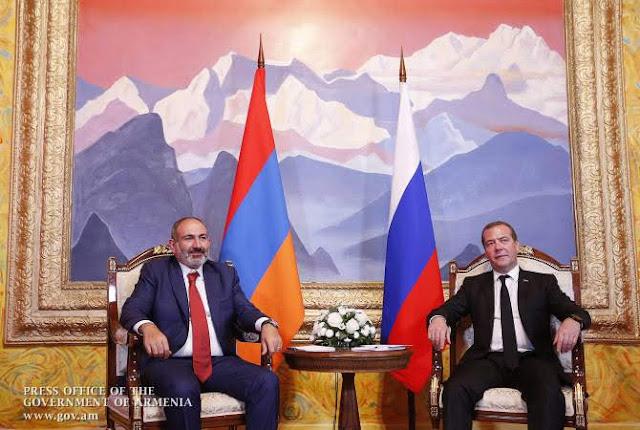 Reunión entre dignatarios de Rusia y Armenia