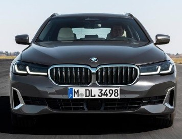 front-exterior-BMW-5-series-touring-2020