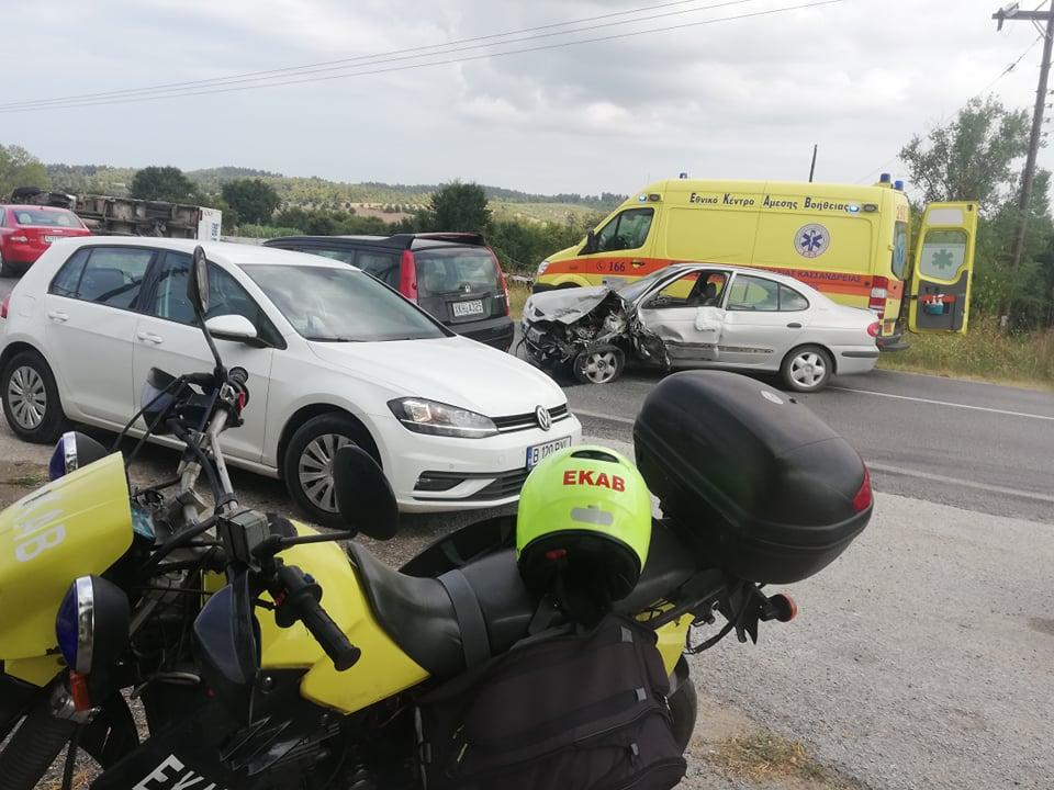Άμεση η επέμβαση του ΕΚΑΒ σε τροχαίο στο επαρχιακό δρόμο Κασσάνδρειας – Σίβηρης στην Χαλκιδική