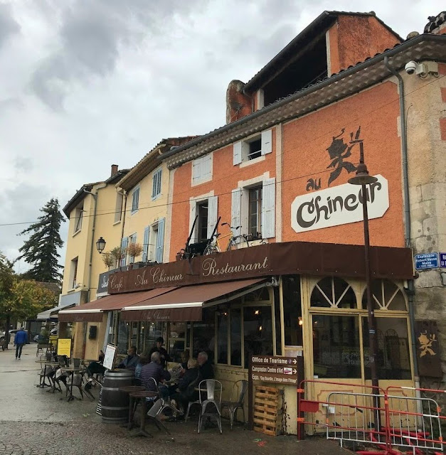 Кафе в Иль-сюр-ла-Сорг (Cafe in Ile-sur-la-Sorgue)