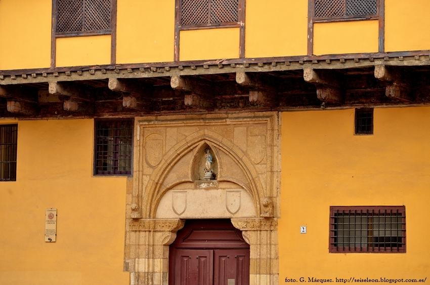 Fachada del convento de Nuestra Señora de la Concepción de León. Foto G. Márquez.