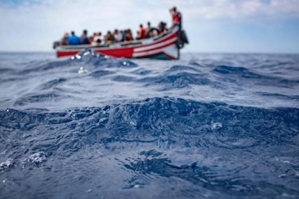 غرق قارب يحمل 25 مهاجر من إفريقيا كانوا في طريقهم إلى إيطاليا