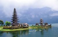http://1.bp.blogspot.com/-cPIZ4PM37AY/UVUv6u7mTqI/AAAAAAAAAus/YraGrSv9Cgg/s400/danau-Bedugul-Bali-Indonesia2.jpg
