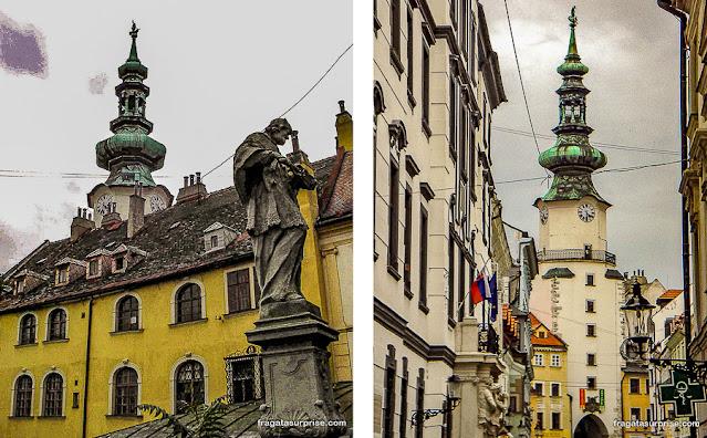 Porta de São Miguel, Bratislava, e estátua de João Nepomuceno
