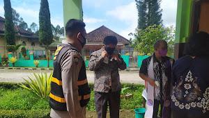 Anggota Polsek Pangalengan Polresta Bandung Imbau Warga Gunakan Masker