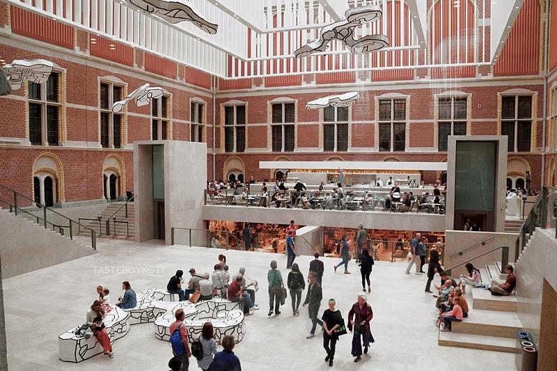 Amsterdam Sommer-Reisetipps | Rijksmuseum Architektur innen | Interrail Juli 2017 | Tasteboykott