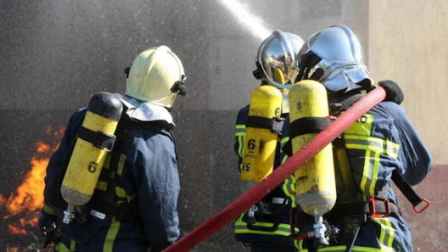 Υπό έλεγχο η φωτιά σε χώρο στάθμευσης σκαφών στον Γαλατά Τροιζηνίας