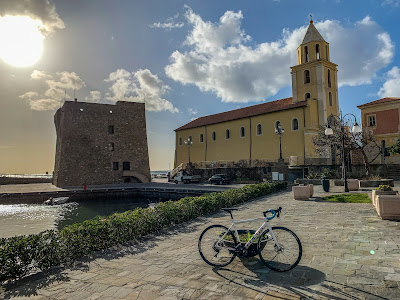 cycling cilento carbon road bike rental in santa maria castellabate paestum agnone acciaroli tours excursions capri punta licosa bicycle shop rent hire