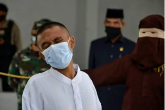 2 Christian men where flogged 40 lashes of cane for drinking and Gambling in Indonesia