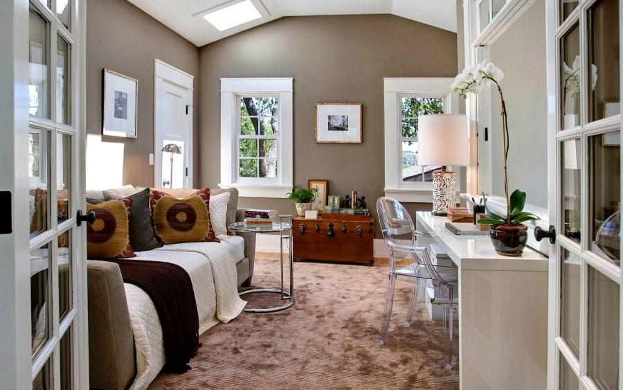 Dom w Kalifornii ze składaną, szklaną ścianą, wystrój wnętrz, wnętrza, urządzanie domu, dekoracje wnętrz, aranżacja wnętrz, inspiracje wnętrz,interior design , dom i wnętrze, aranżacja mieszkania, modne wnętrza, styl klasyczny, styl Hampton, salon