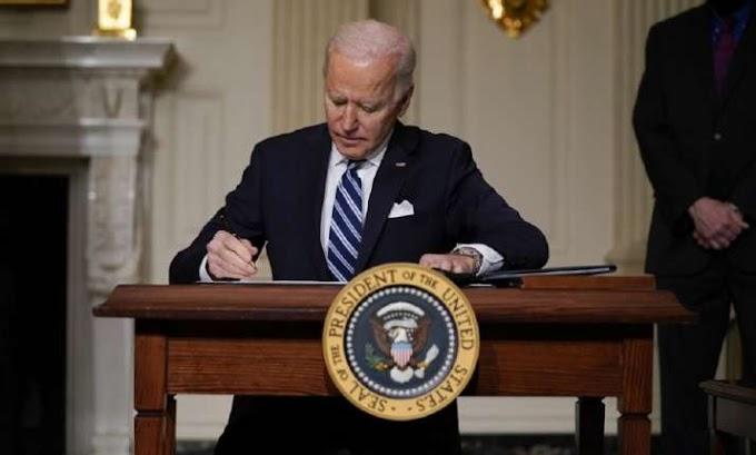 La administración de Biden suspende la venta de armas y bombas que aprobó Trump para UAE y Arabia Saudí.