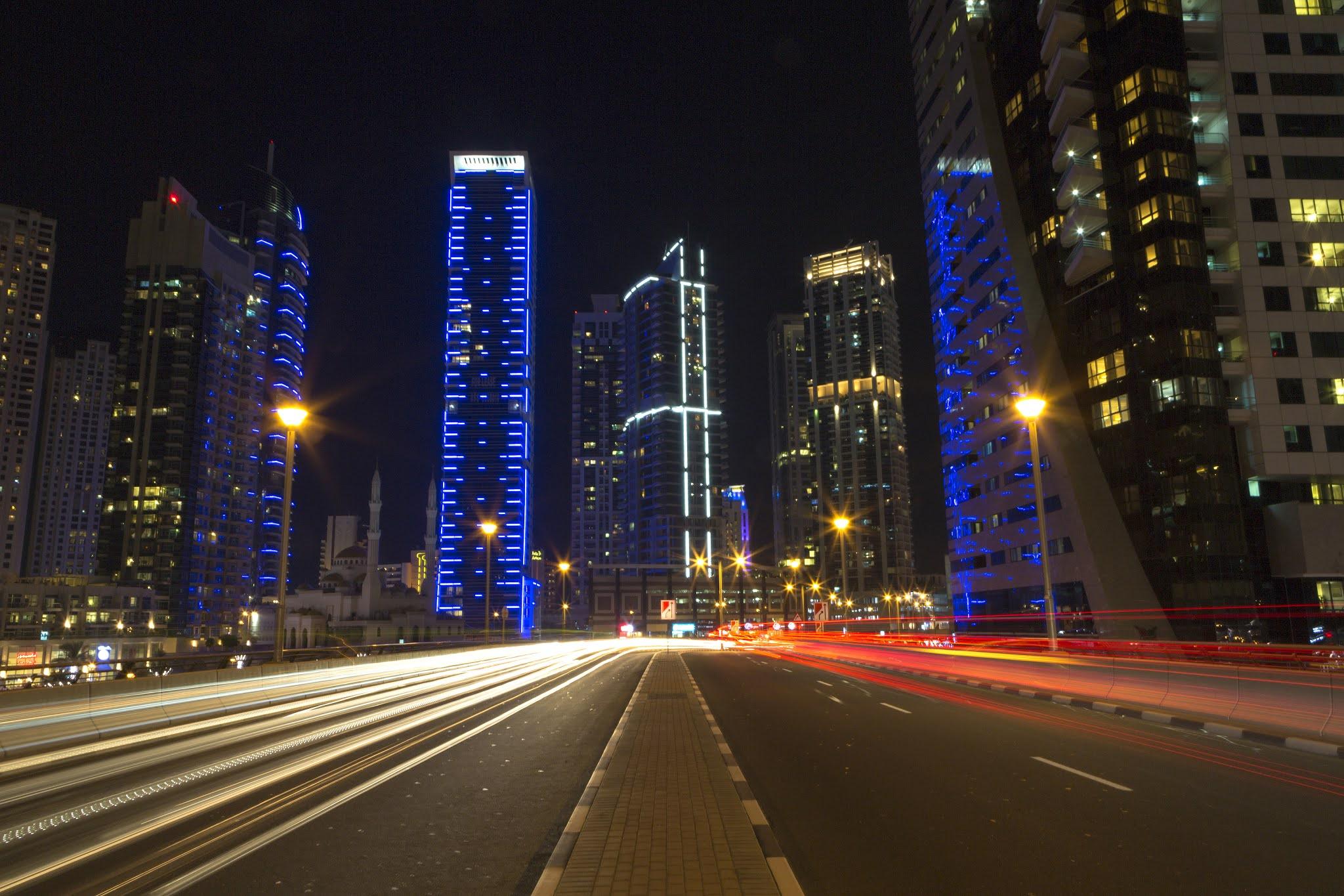 مبادرات الإمارات الرائدة تدعم تعزيز الاستدامة البيئية في قطاع النقل البري