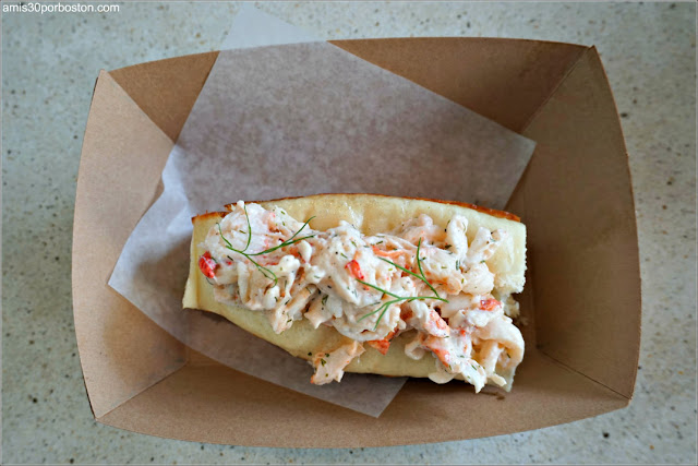 ET Cold Lobster Roll de Eventide Fenway, Boston