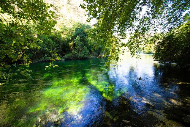 Fontaine-de-Vaucluse-Provenza
