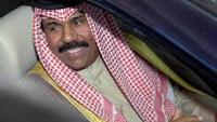 أمير الكويت الجديد يقود سيارته بنفسه وبدون موكب بعد مشاركته في صلاة الجمعة