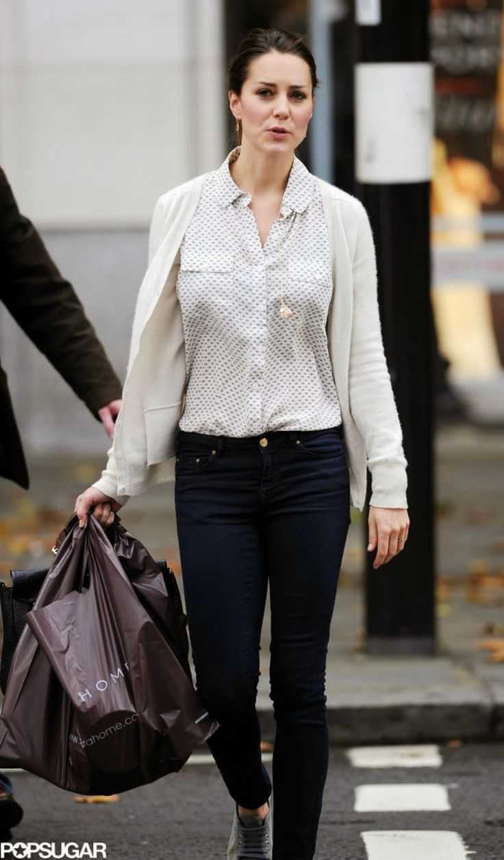 catherine duchess of cambridge shopping in london at zara home newmyroyals hollywood fashion. Black Bedroom Furniture Sets. Home Design Ideas