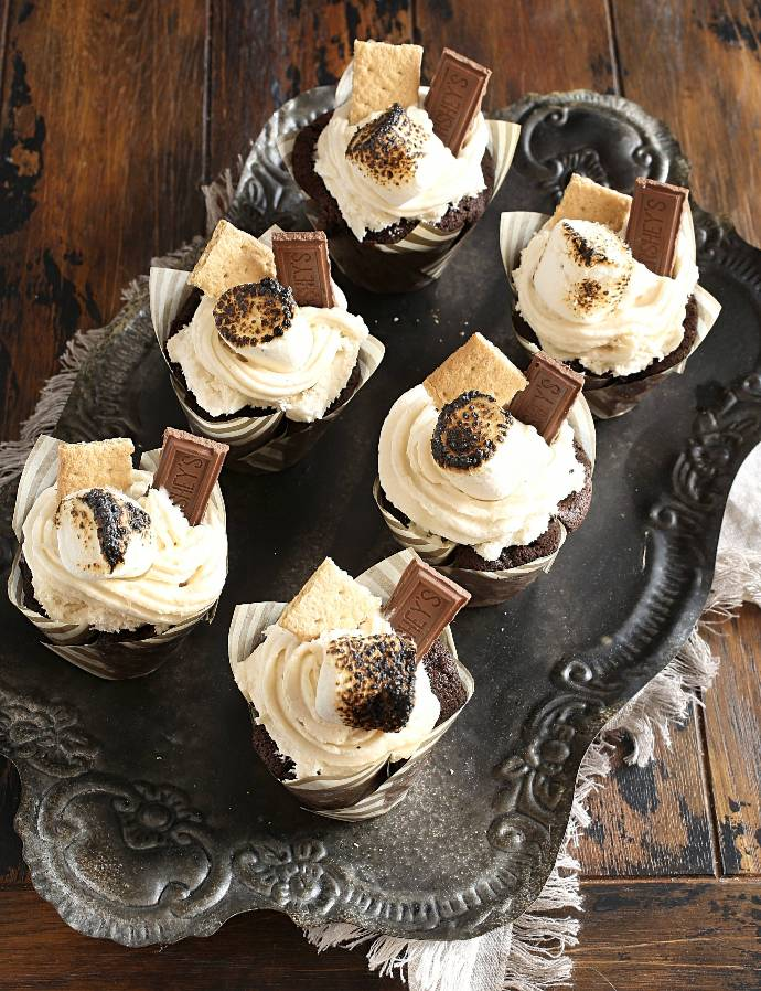 Recipe for a chocolate cupcake with a graham cracker crust base, topped with marshmallow butter frosting.