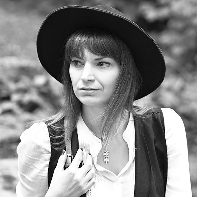 Wkrótce na blogu pojawi się iękna stylizacja na codzień z kapeluszem i piękną biżuterią Łapacz Snów marki Perlove.