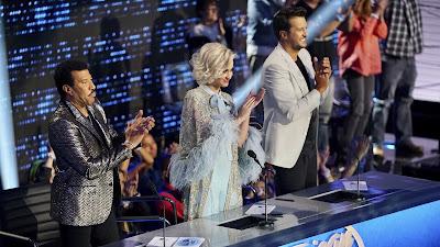 Apresentações dos jurados Katy Perry, Lionel Richie e Luke Bryan com os três finalistas da disputa pelo próximo ídolo americano completam o show - Divulgação