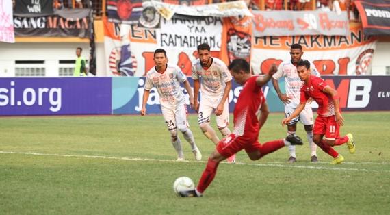Tahukah Anda? 5 Pemain Ini Pernah Berseragam Persija Jakarta dan Persib Bandung