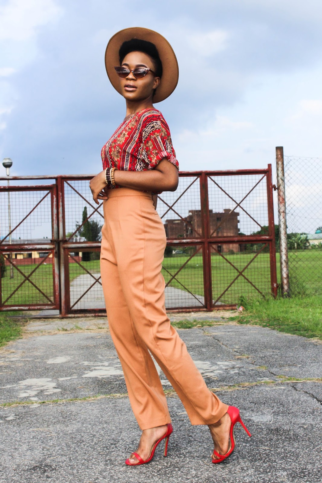 how to wear wide leg pants for petites,how to style fedora hat with cat eye glasses female