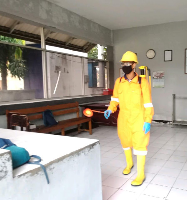 Lanal Mataram Laksanakan Penyemprotan Disinfektan