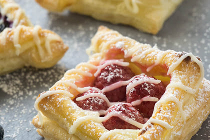BERRY AND CREAM CHEESE PUFF PASTRIES (STEP BY STEP PHOTOS)