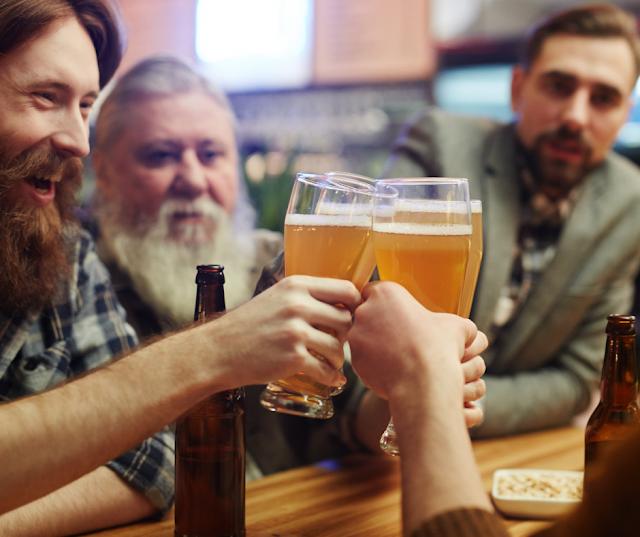 Barriga de chope e mais: Confira como o consumo de álcool afeta sua saúde.