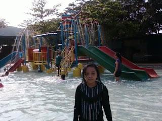 Berenang Di Grand Splash Waterpark Bekasi