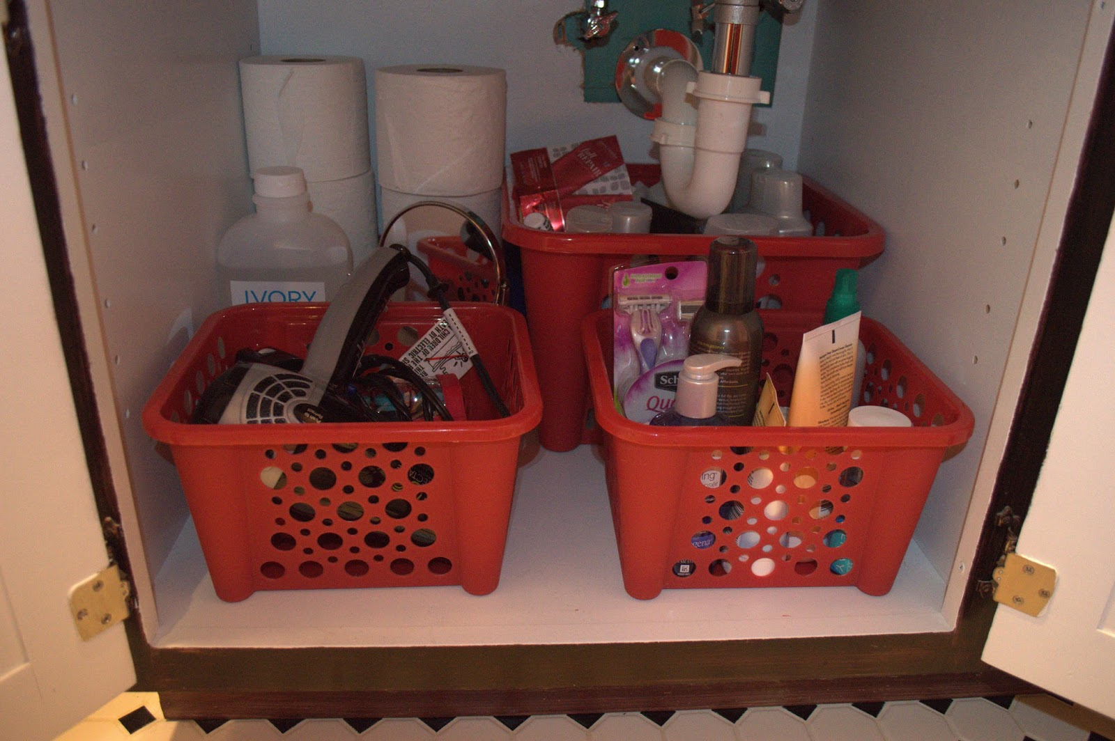 cheap ways to organize your bathroom