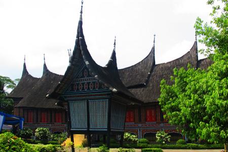 Rumah Gadang atau Rumah bagonjong