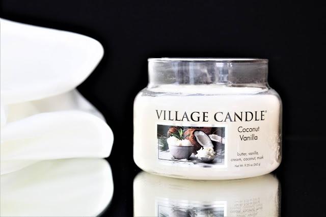 village candle coconut vanilla avis, bougie coconut vanilla, coconut vanilla candle, coconut vanilla village candle, bougie parfumée à la noix de coco, bougie parfumée, bougie village candle, village candle, candle review, scented candle, avis village candle, bougie en cire végétale, meilleure marque de bougie parfumée